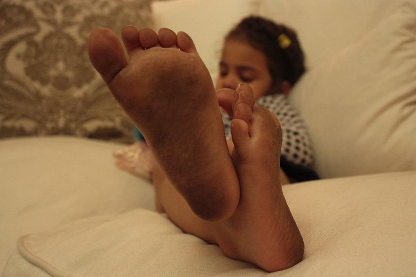 filfthy-feet